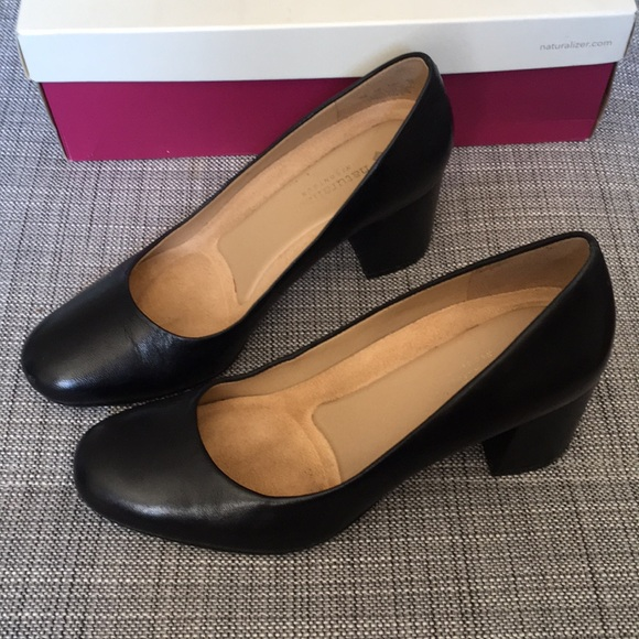 d4c1423903d4 Naturalized Black Leather Whitney Pumps Size 7. M 5b369895c89e1d2267ade273